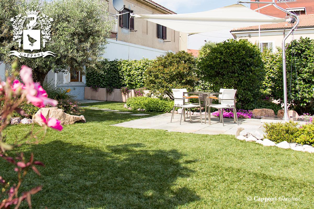 Giardino metropolitano con tavoli in pietra da giardino for Outdoor giardino